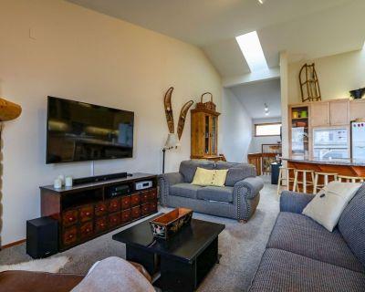 Pet-Friendly, Panoramic Mountain Views, Spacious Floorplan - Mammoth Lakes