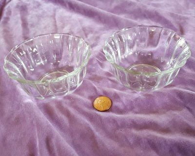 2 Libbey Glass Fluted Ramekins Condiment Bowls