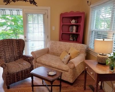 Enchanted Garden Cottage Offers Privacy and Seclusion - Downtown Little Rock