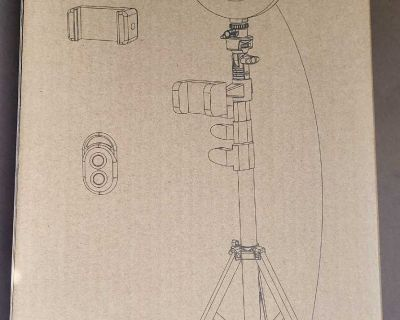 """Brand new Never used 8"""" Selfie LED Ring Light with Tripod Stand & Phone Holder"""