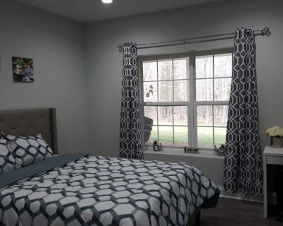 Private room with shared bathroom - Ashburn , VA 20148