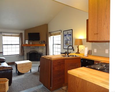 Remodeled Top-floor View Condo, Excellent Location, 2 Full Bathrooms + Amenities - Downtown Park City