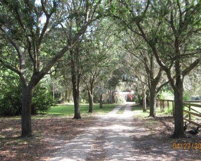 Seven Oaks nestled on the banks of the Orange River - Buckingham