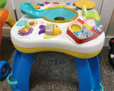 Baby entertainment table
