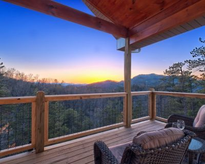KILLER MOUNTAIN VIEWS!!**BRAND NEW **MODERN **LUXURY **PRIVATE LOT** CABIN - Wears Valley