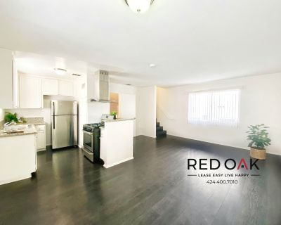 Completely Remodeled 2 Story 2 Bedroom With Parking and Onsite Laundry In Prime Hollywood!