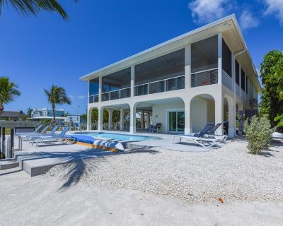 Conch House Oceanfront Home With pool and Sea Wall for boat - Little Torch Key