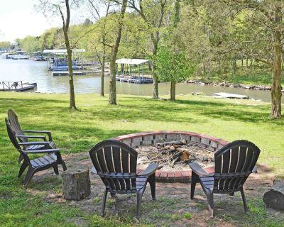 Upscale 3BR on Old Hickory Lake w/Big Yard, Hot Tub, Close to Nashville. - Sumner County