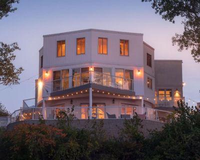 Beachfront Villa + Addition, Skyline views, Hot Tubs, Luxury Smart Home - Miller Beach