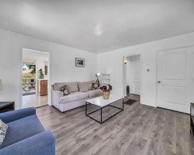 Pet Friendly 1BR Home w Private Deck & Parking - Westchester