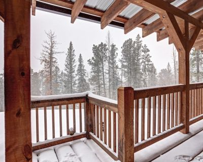 Log Cabin with sensational mountain views, private hot tub, lots of parking. - Lead