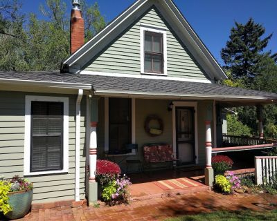 Garden Cottage - downtown Manitou Springs - Manitou Springs Historic District