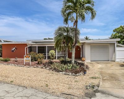 Nestled on a Quiet Cul-de-sac, 464 Washington Court is a Three Bedroom, two Bathroom Home Just a 4 Minute Walk From the Gulf of Mexico - Mid Island