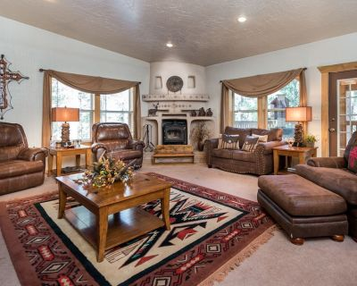 Enjoy a secluded getaway big enough for the entire family, even Uncle Fred. Ther - Ruidoso