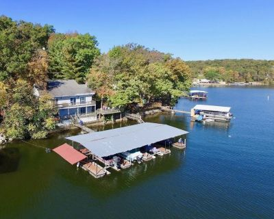 6 BR lakefront home with large dock and overwater deck!!!! - Rocky Mount