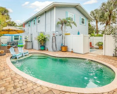 Dog-friendly Studio w/ Heated Pool and Beach Access - Close to Shops! - Mid Island