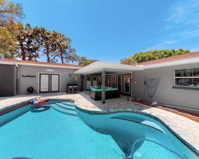 Fabulous Snowbird-Friendly Home w/ Private Pool & Hot Tub, & High-Speed WiFi - Largo