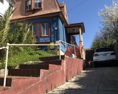 5 bedrooms 2 bathrooms close to lake merritt in Oakland