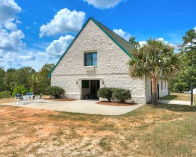 Terrific Apartment on Top of Barn, Beautiful, quiet and dog/horse friendly! - Aiken
