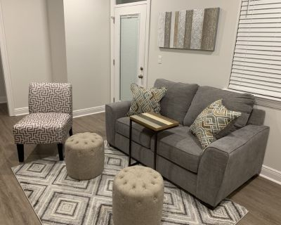 Luxurious 2nd floor midtown apartment with balcony. - Mobile