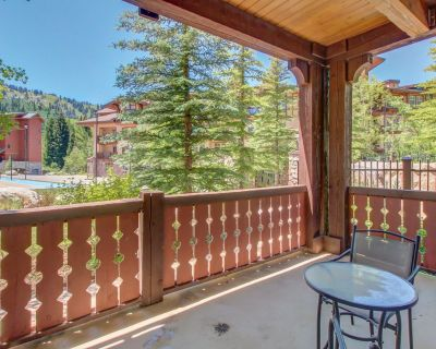 Ski-in/ski-out condo with a deck, ski views & a shared pool and hot tub! - Salt Lake Mountain Resorts