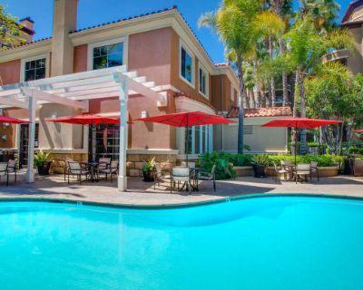 Villas at Park La Brea Apartments