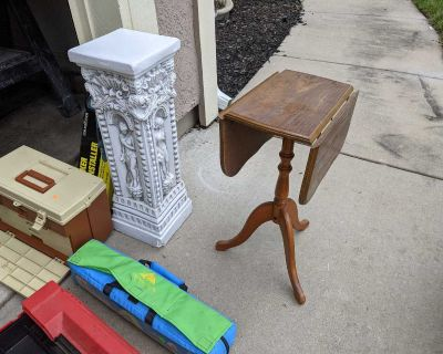 Table & pedestal stand
