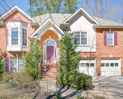 Private Entrance Apt- UPSCALE COMM. Located on the Lower of the home. - Stone Mountain