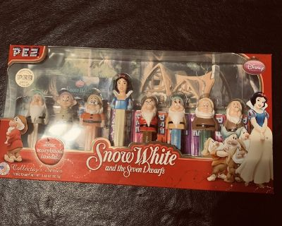 Pez Snow White and the Seven Dwarf dispensers Brand new