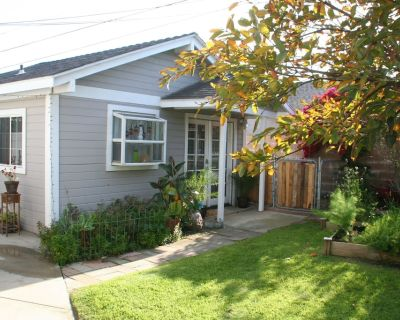 Cute Private Cottage Close to Beach - West Torrance