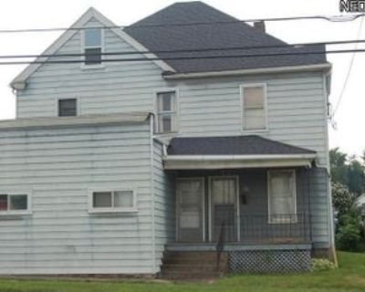 99 Center St #2, Struthers, OH 44471 1 Bedroom House