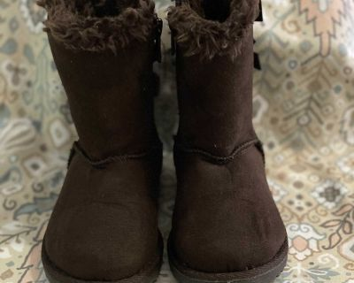 Brown Ugg-style boots size 7