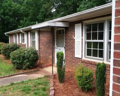 House for rent inTR. 3 bed 2 bath very clean. Available now.