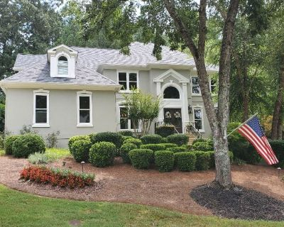 Interior Designer's Oasis in Immaculate Roswell Home!!