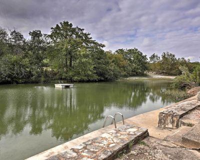 River Retreat w/ Deck, 2 Kayaks, Fire Pit & Grill! - Hunt