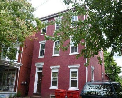 Spacious 1 Bedroom with Living Room/2nd Bedroom, Convenient to everything in Pottstown