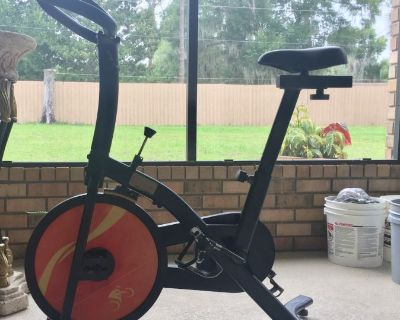 Like New - Indoor Cycling Trainer Exercise Bike