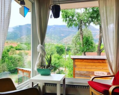 Manitou Springs House with Pike's Peak Views, Manitou Springs, CO