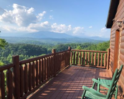 Beartastic Mountain View Cabin w/king beds, close to Dollywood. High speed WiFi - Pigeon Forge