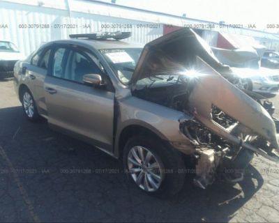 Salvage Gold 2015 Volkswagen Passat