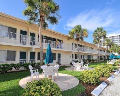 Stylish Retreat on Private Crescent Beach - Siesta Key