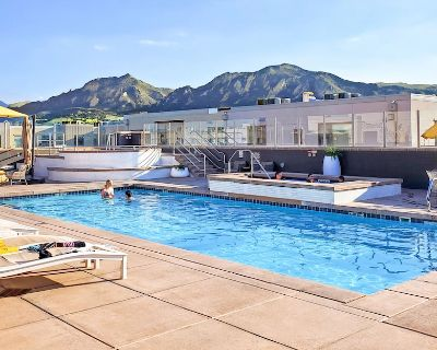 NEW VRBO! Rooftop Pool w/Mtn. View Unparalleled Amenities Monthly Boulder Condo - Boulder