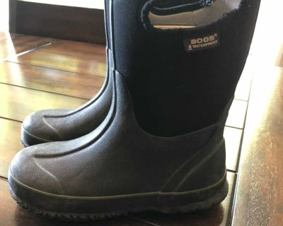 Bogs Boots Size 3