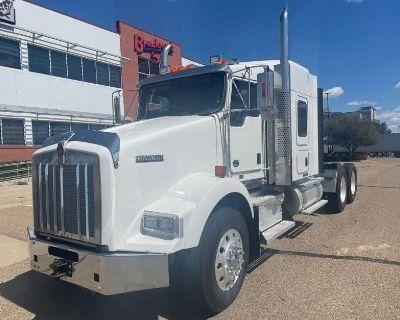 2015 KENWORTH T800 Sleeper Trucks Heavy Duty