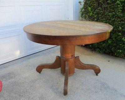 Oak Round Pedestal Table