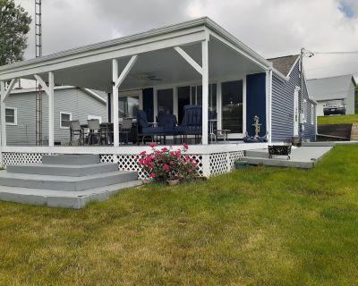Waterfront 2 BR, 2 Bath Cottage; Fully Remodeled with Dock next to Boathouse - Lakeview
