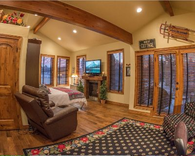 Romantic Columbine Cottage guest suite on gated private four acre horse ranch. - Columbine Valley