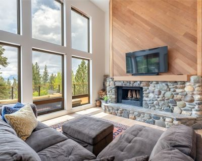 Remodeled BRAND NEW Lake View with HOT TUB! Wood fireplace! - Lake Forest