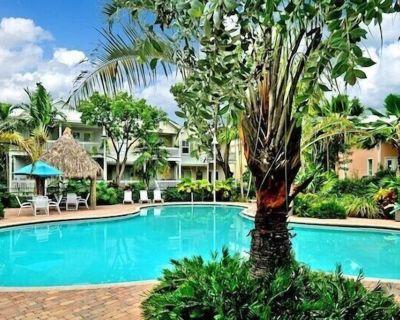 """CASA DE VINO"" ~ Amazing Price for Charming Townhouse with Pool & Tiki! - Stock Island"