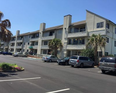 Luxury Condo, Prime location 1.5 Blocks From Ocean, Handicap Access - Northeast Virginia Beach